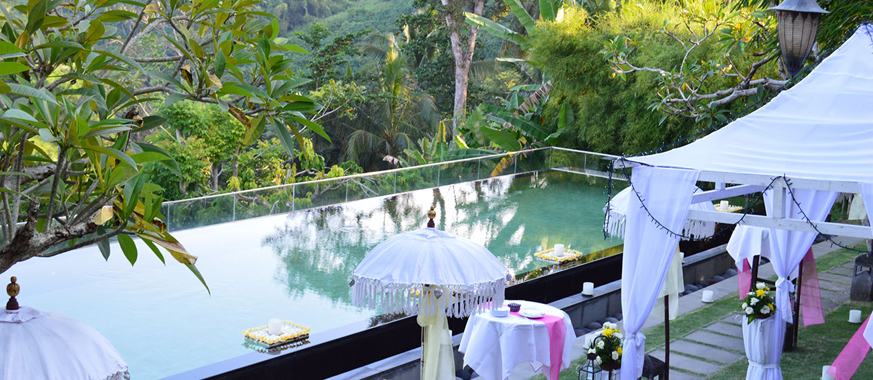 Wedding Cocktail at Infinity Pool of Kamandalu Ubud, Bali